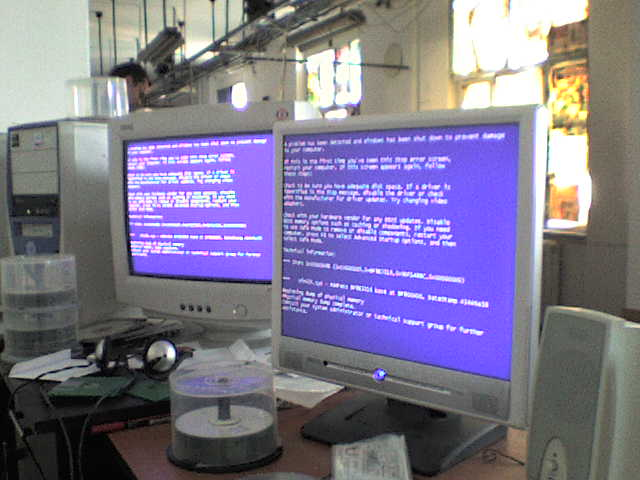 dual blue screen